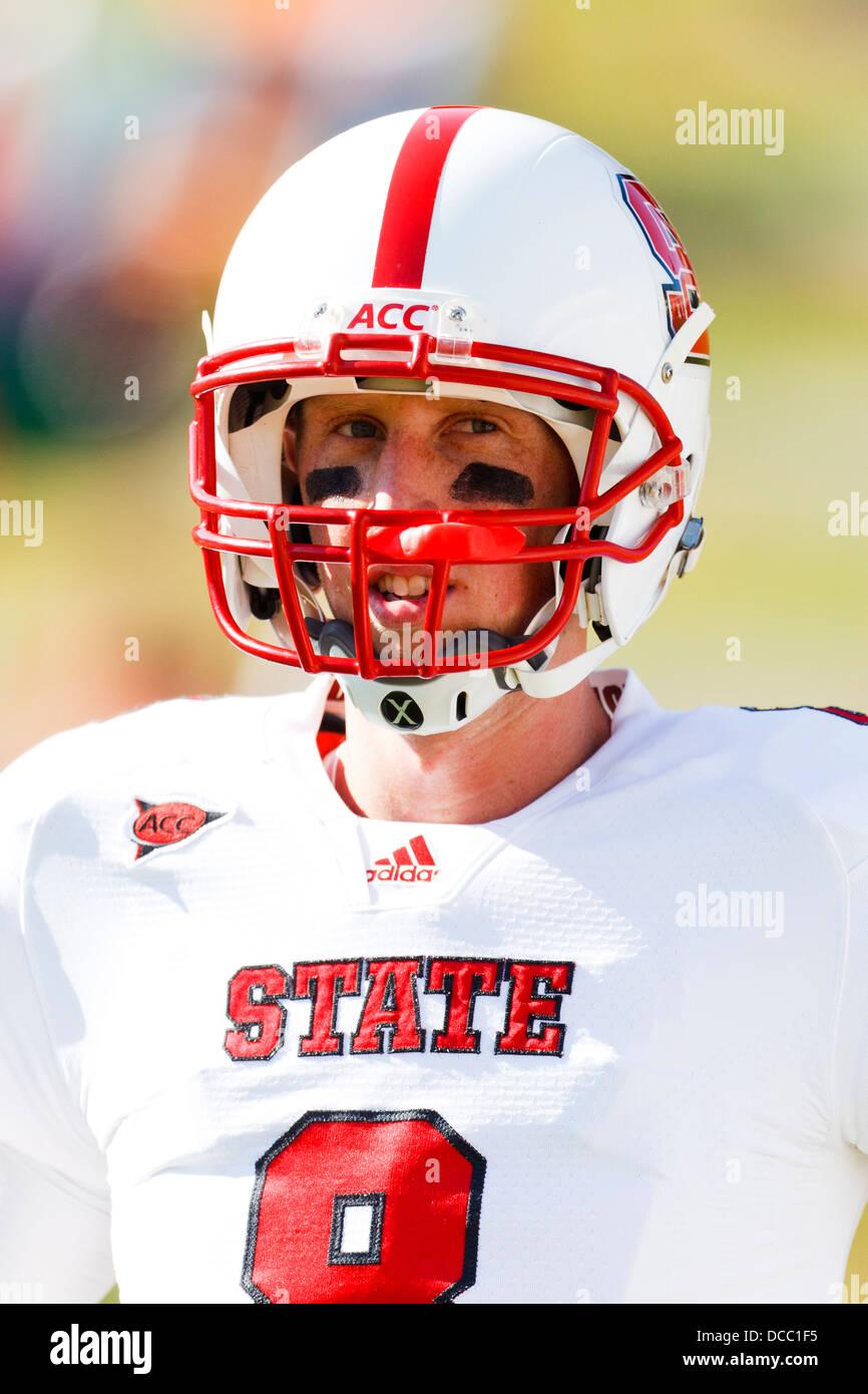 brand new e8e95 f1f0e North Carolina State Wolfpack quarterback Mike Glennon (8 ...