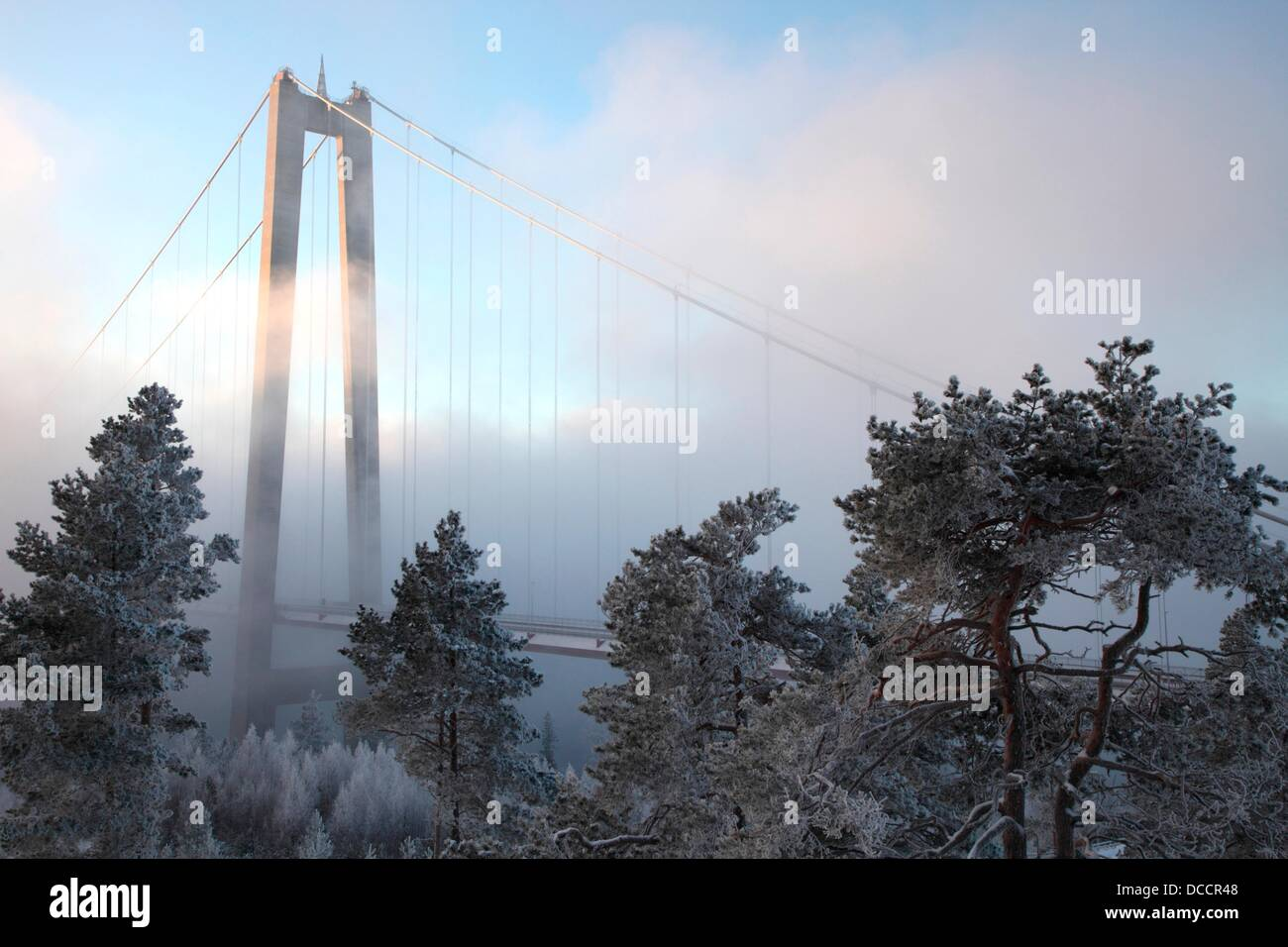The High-Coast Bridge (Höga-Kusten Bro) on a very cold day in Västernorrland, Sweden. Clouds of steam - Stock Image