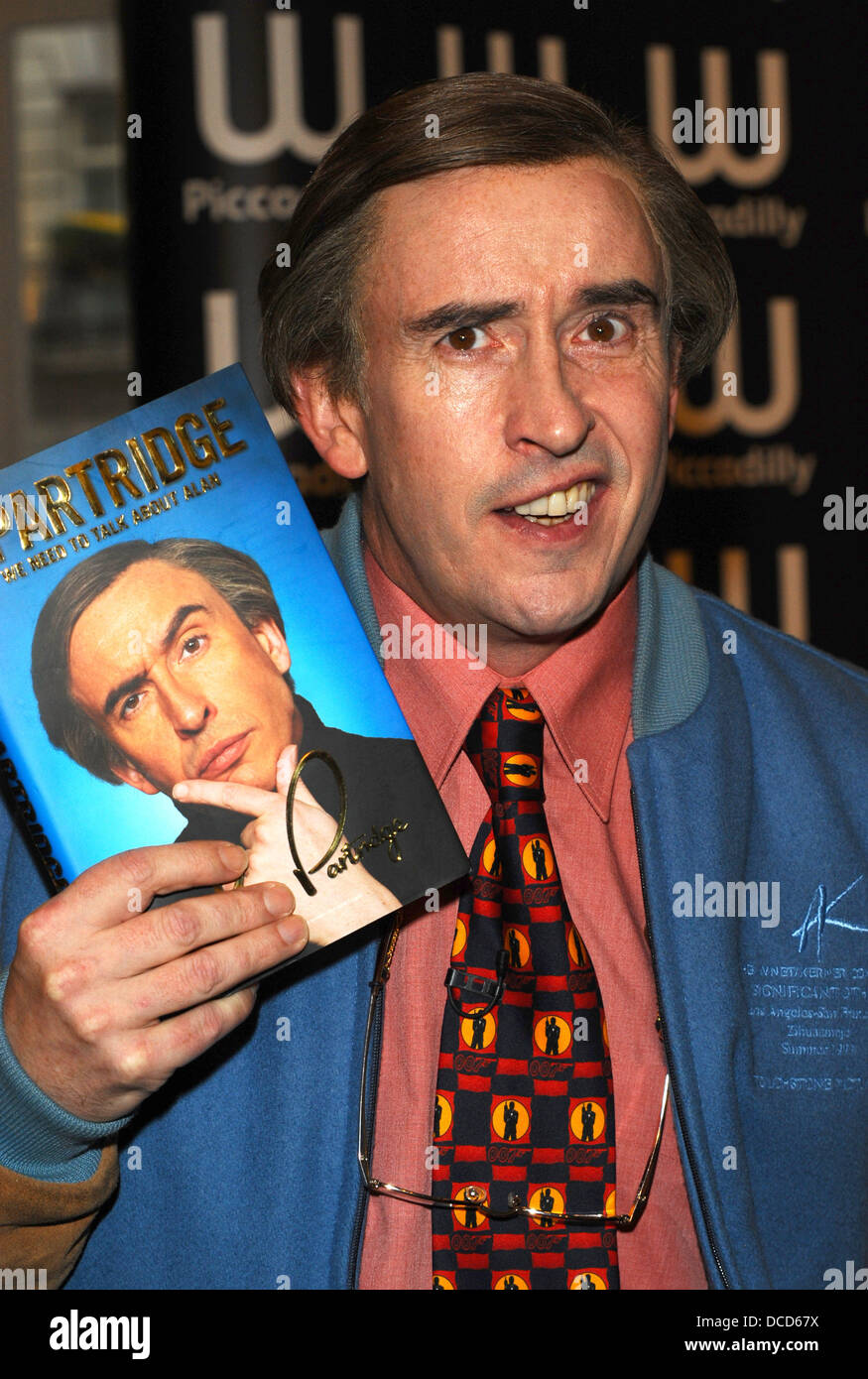 Steve Coogan aka Alan Partridge at a book signing at Waterstone's, Piccadilly London, England - 04.10.11 - Stock Image