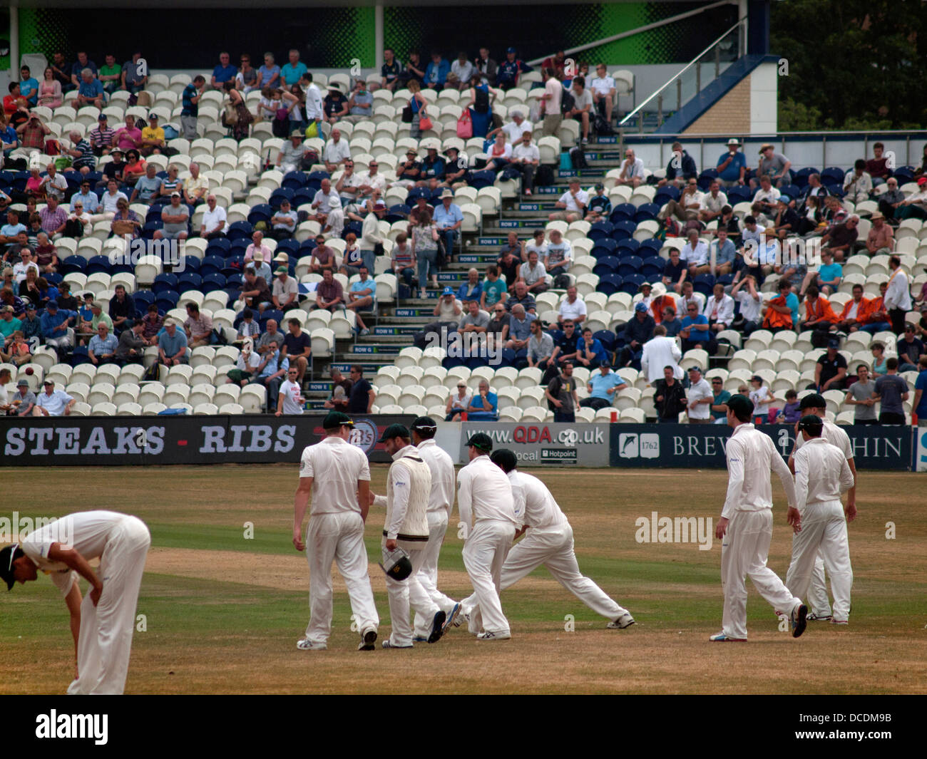 Players return to the pitch at Sussex cricket ground - Stock Image