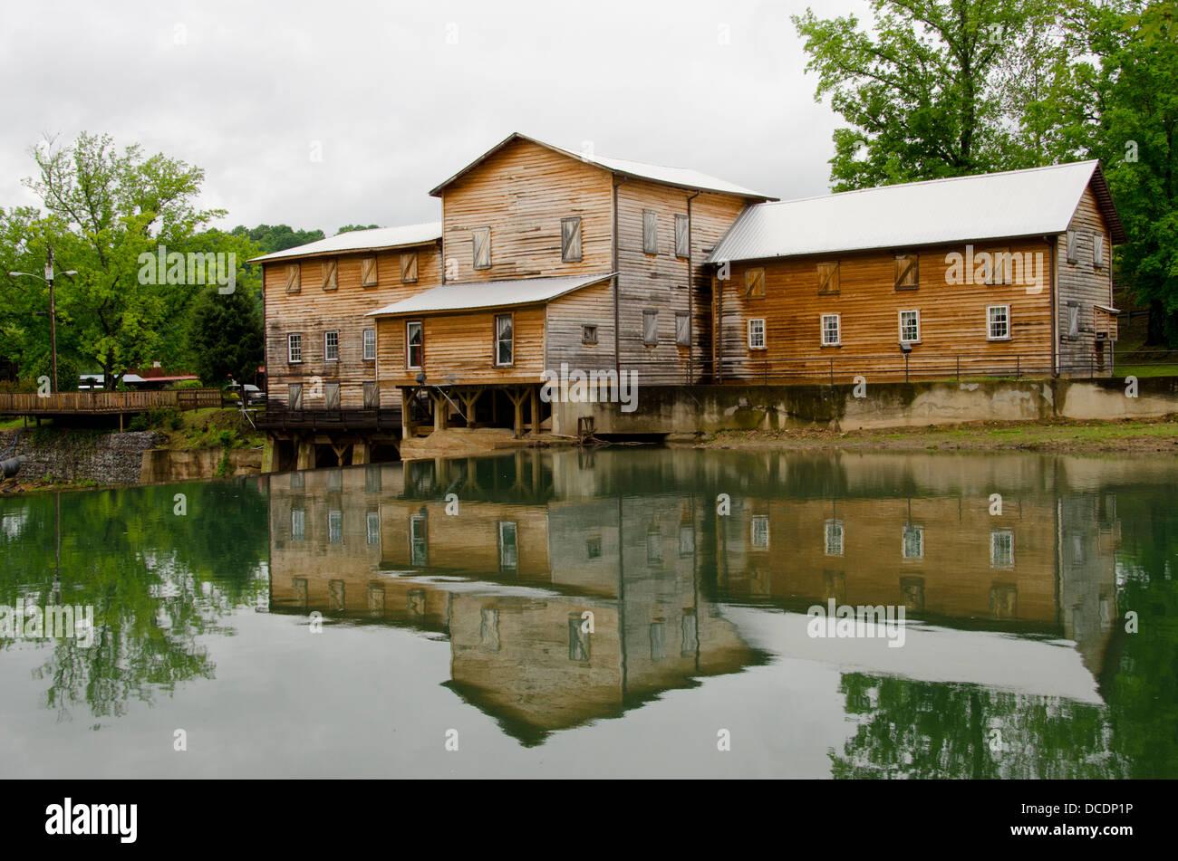 23 Best Loretta Lynn's Plantation Home images | Farmhouse ...