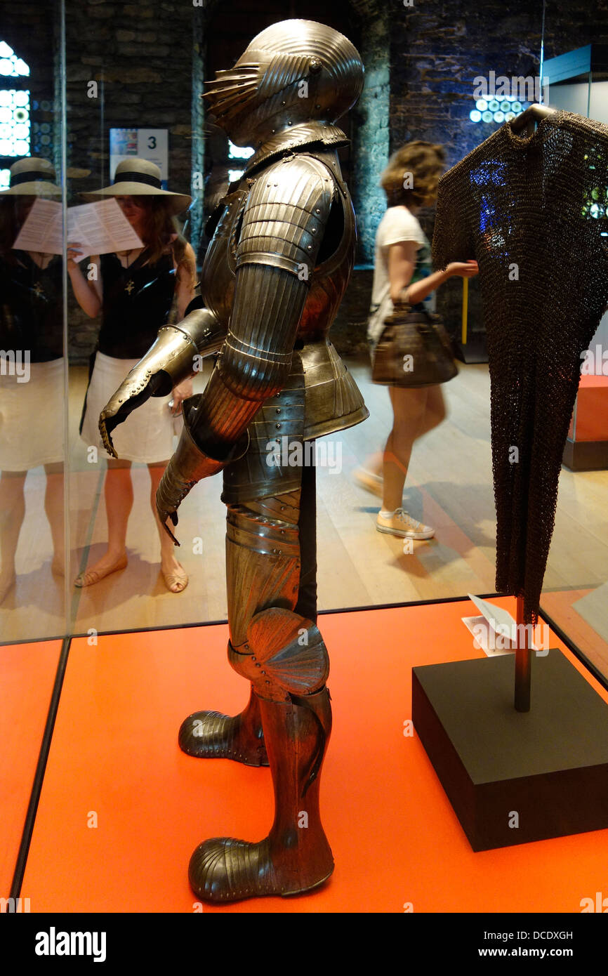 Medieval suit of armour and mail in the Gravensteen / Castle of the counts museum in historic centre of Ghent, Flanders, - Stock Image