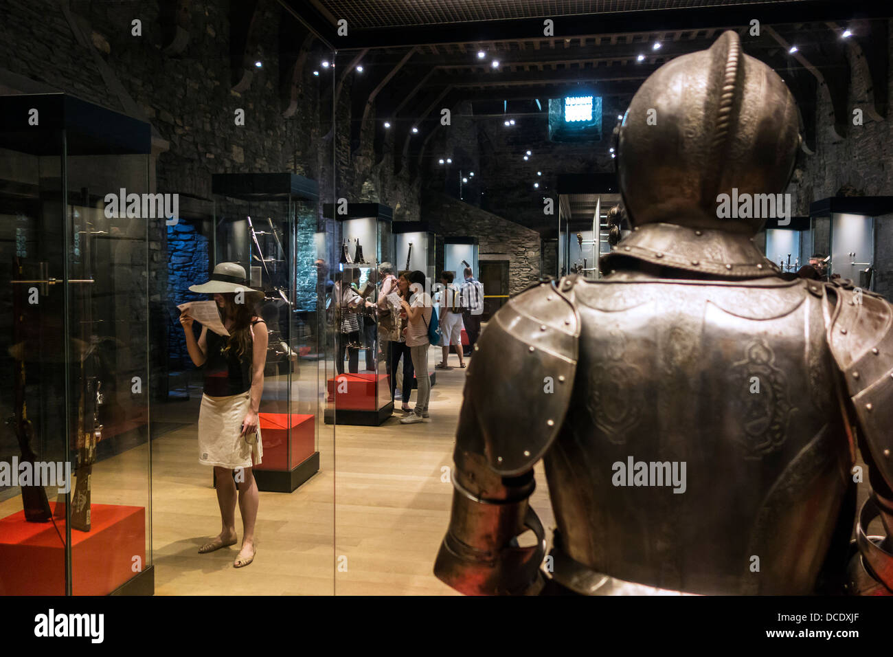 Medieval suit of armour and weapons in the Gravensteen / Castle of the counts museum in Ghent, East Flanders, Belgium - Stock Image