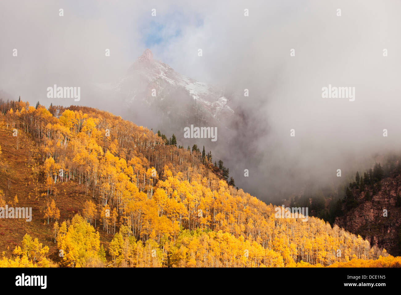 USA, Colorado, Aspen. Storm clouds among mountains in the Maroon Bells-Snowmass Wilderness Area. - Stock Image