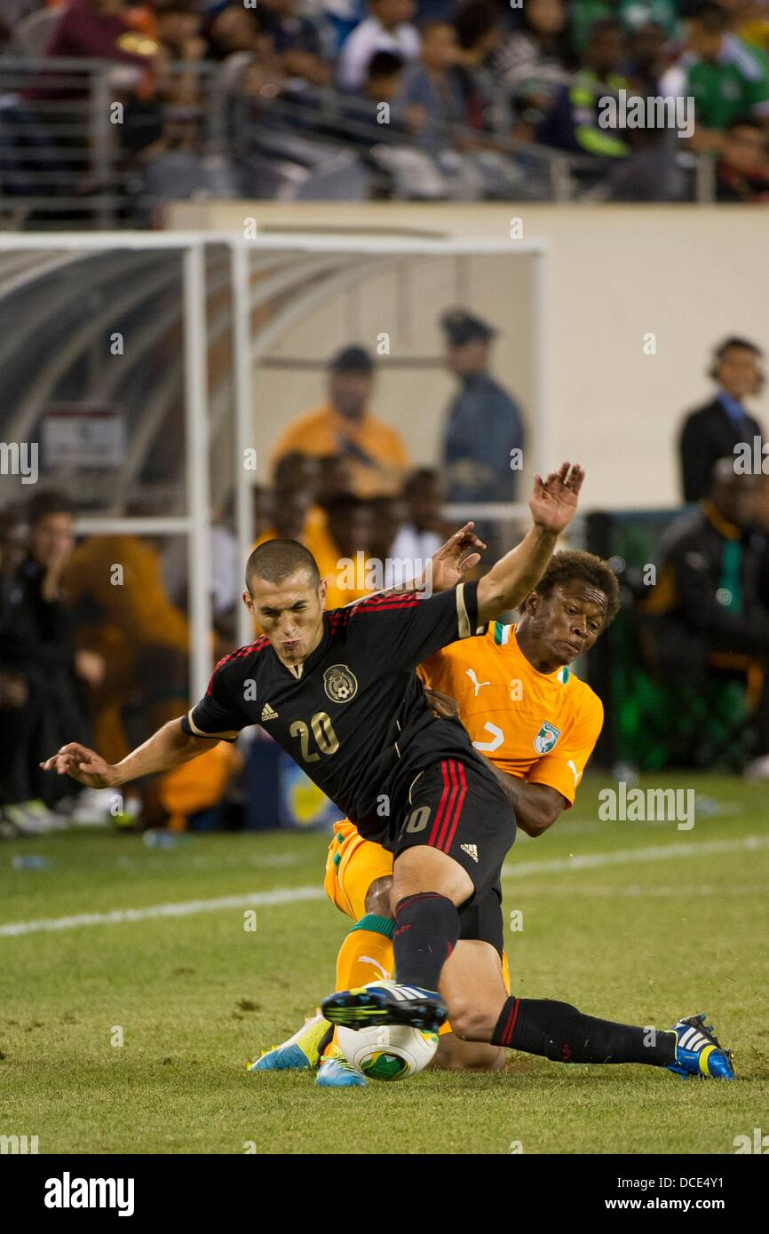 East Rutherford, New Jersey, USA. 14th Aug, 2013. August 14, 2013: Cote d Ivoire forward Cyriac Zoro (2) tackles - Stock Image
