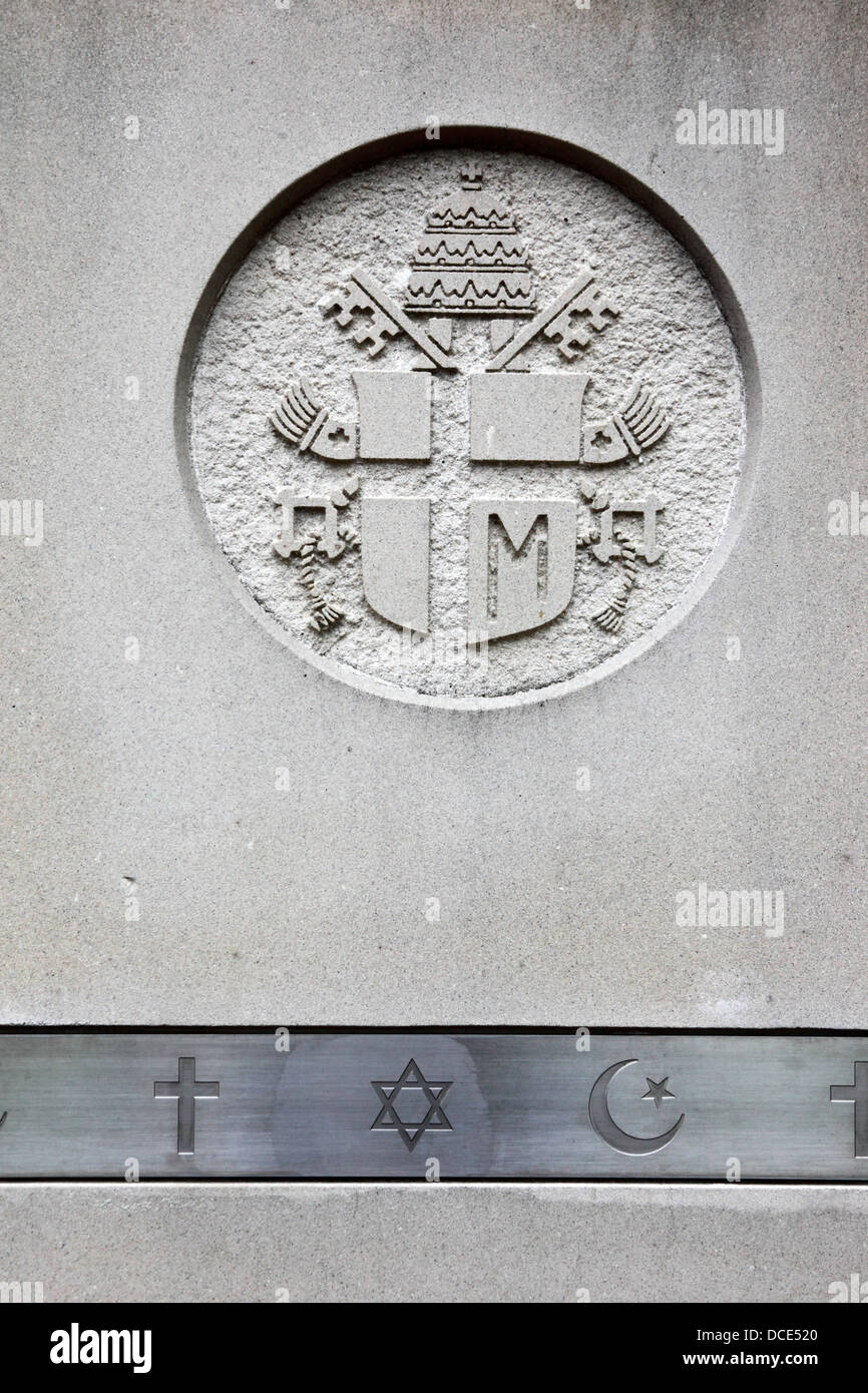 Symbols of the main Abrahamic religions (Christianity, Judaism and Islam) and Maryland coat of arms, Baltimore, - Stock Image
