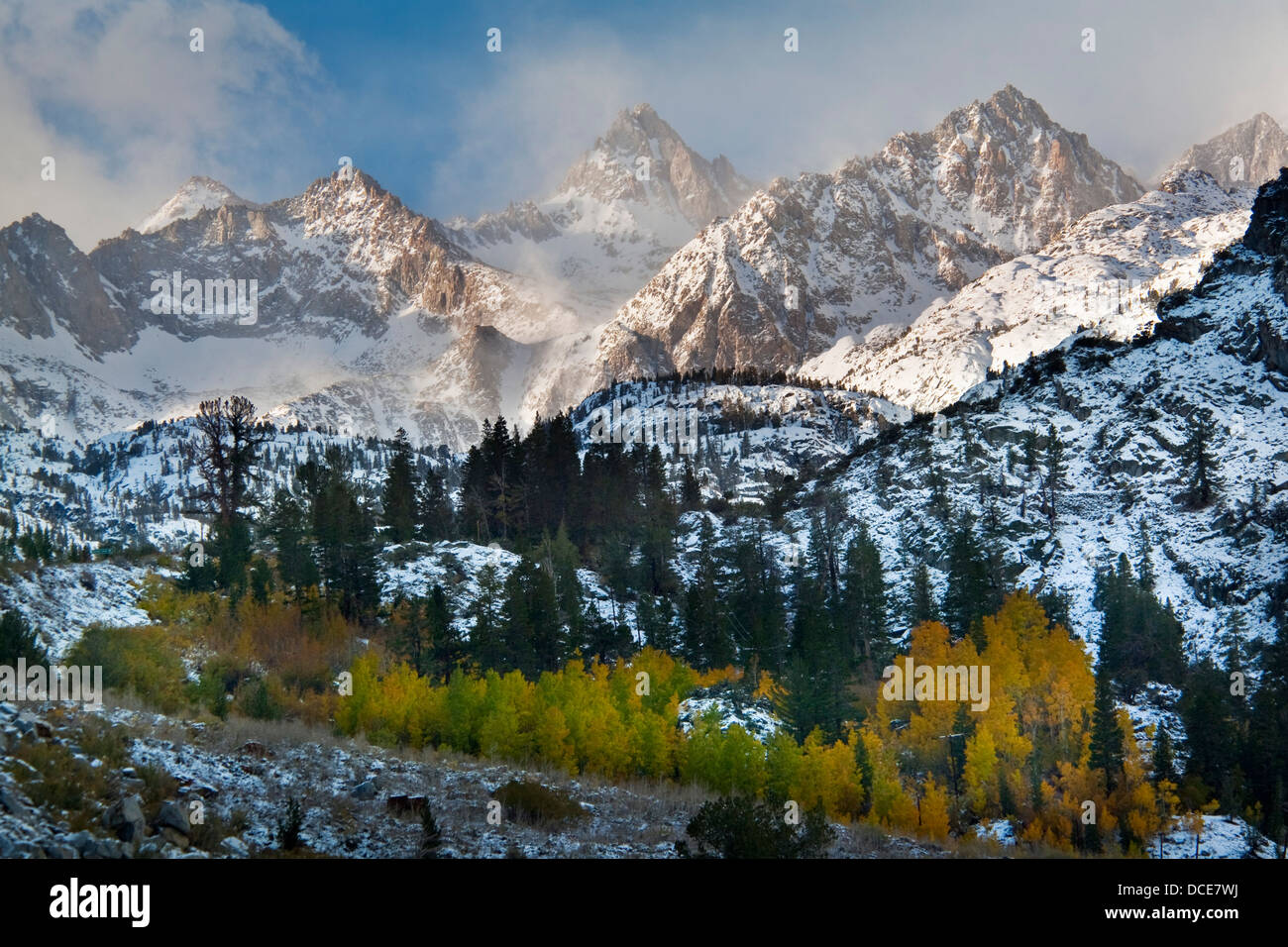Clearing fall snowstorm over the high peaks of the Eastern Sierra, California - Stock Image