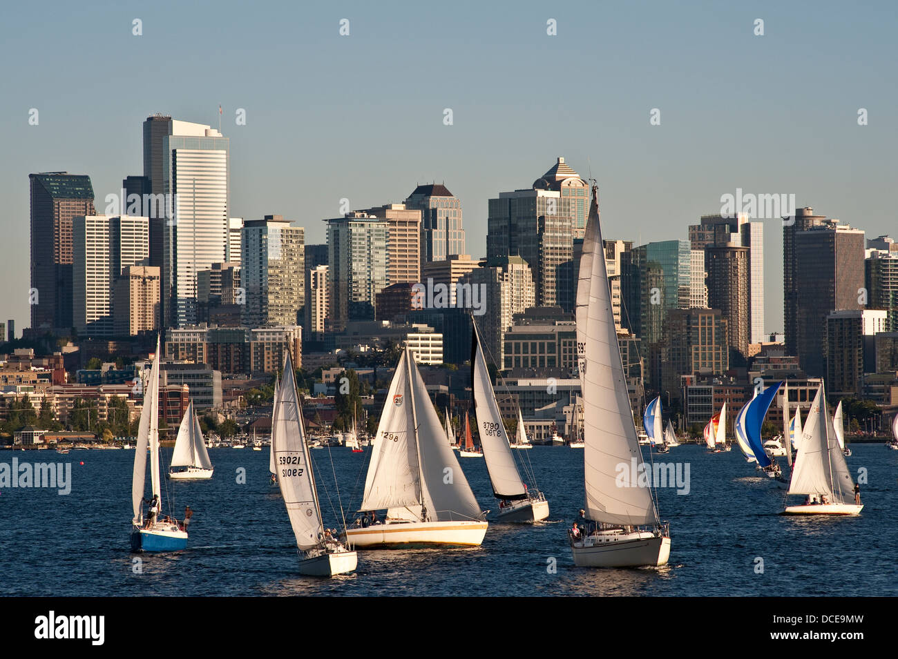 Seattle skyline with sailboats racing on Lake Union - Stock Image