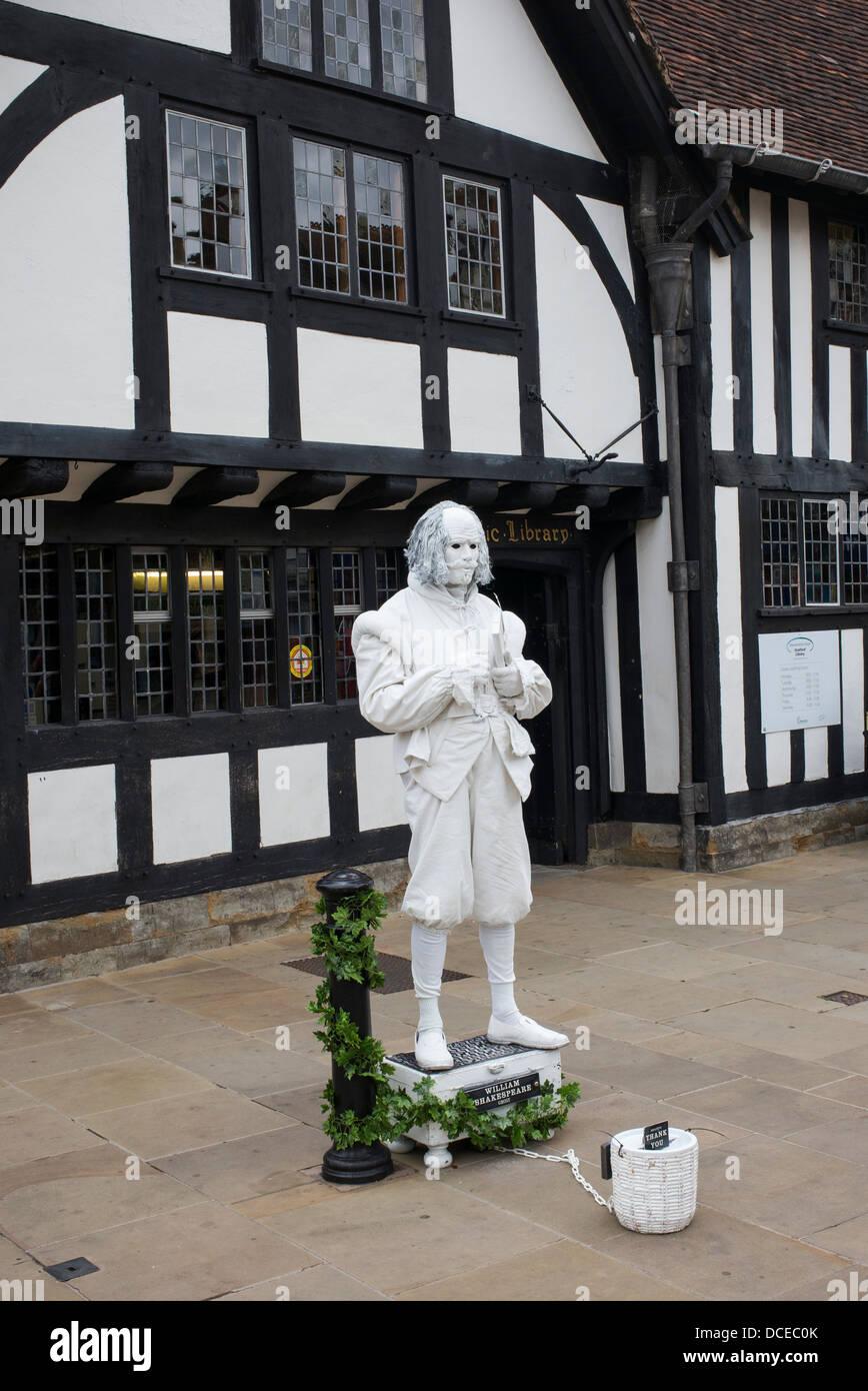 William Shakespeare Ghost, living statue. Henley Street, Stratford upon Avon, Warwickshire, England - Stock Image