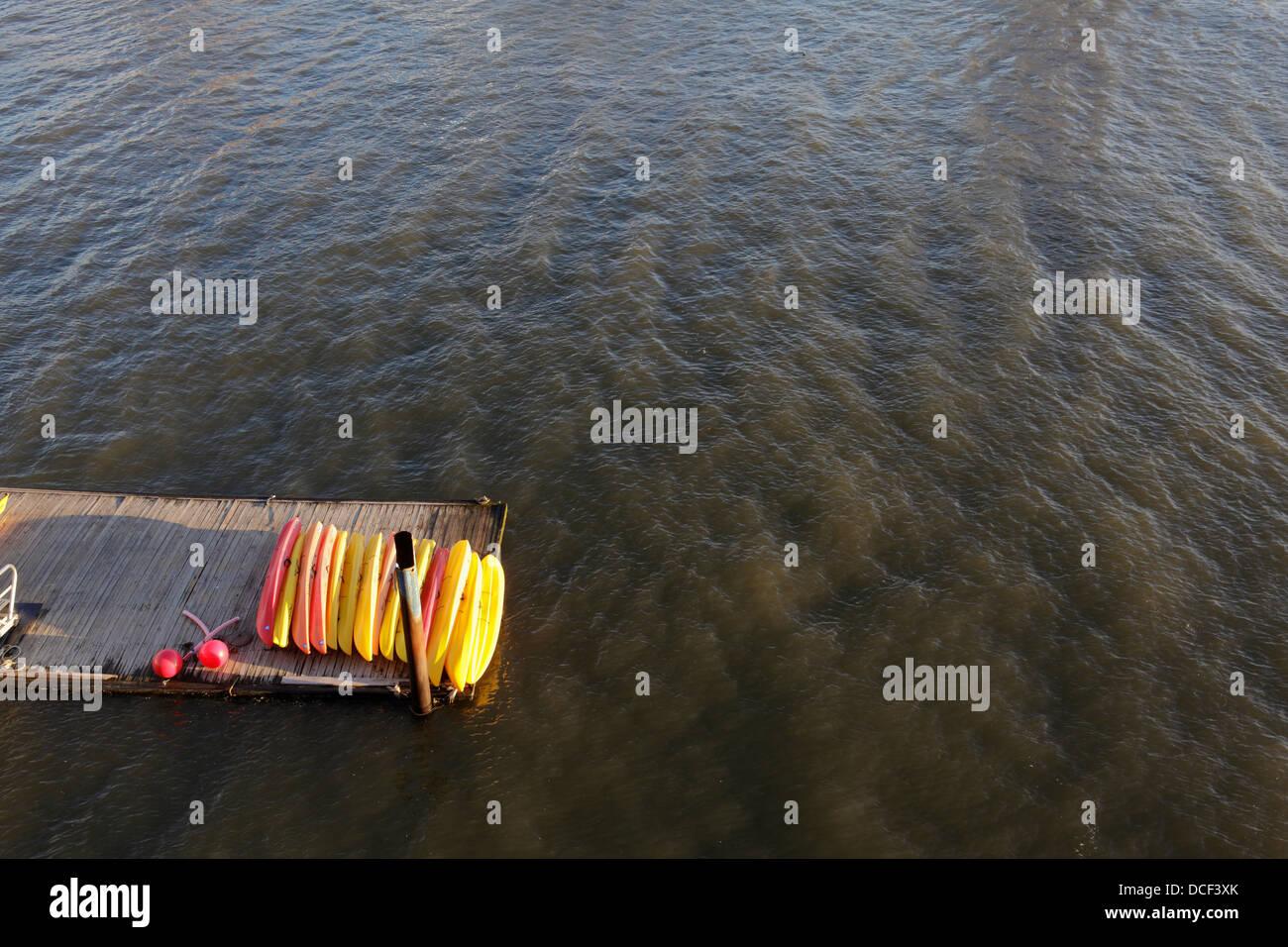 canoe on Hudson River dock - Stock Image