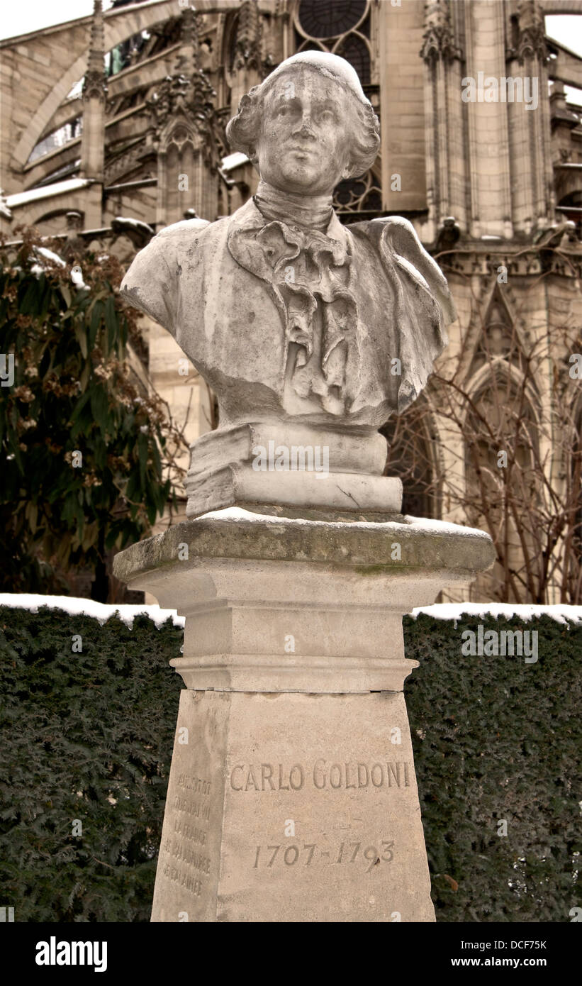 Carlo Goldoni, (1707-1793), bust under snow, in Paris. The inscription on the side of the pedestal says: Aussitôt - Stock Image