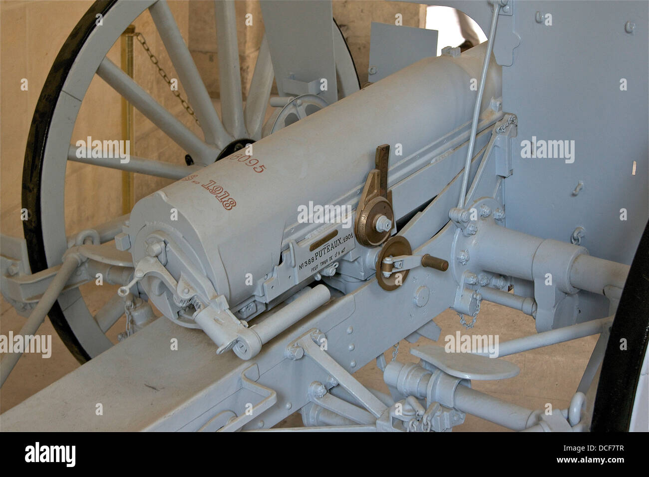 detail of the head of a field gun '75', model 1897, No. 18095, manufactured in 1918 in Bourges - Stock Image