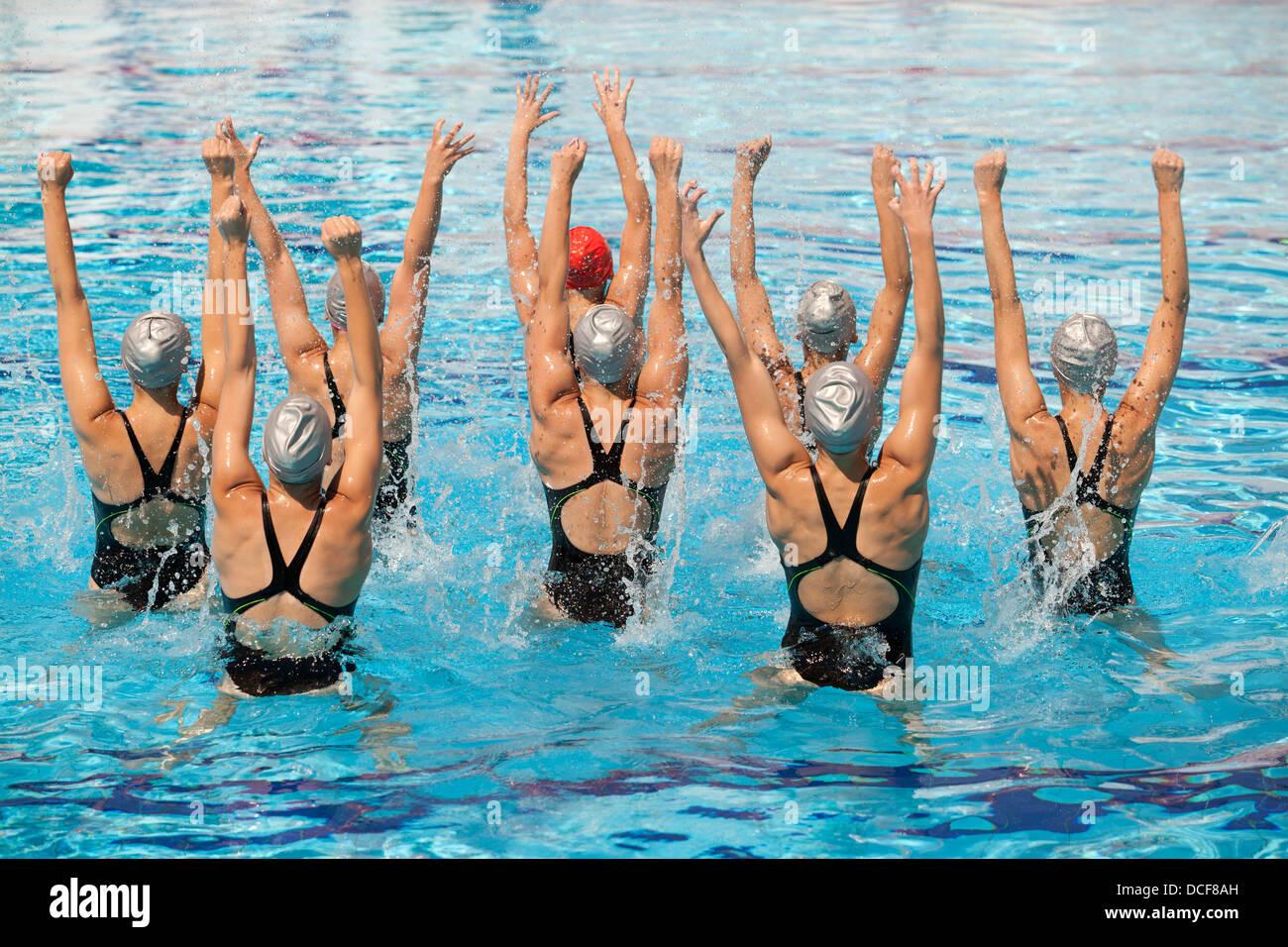 synchronized swimmers choreography - Stock Image