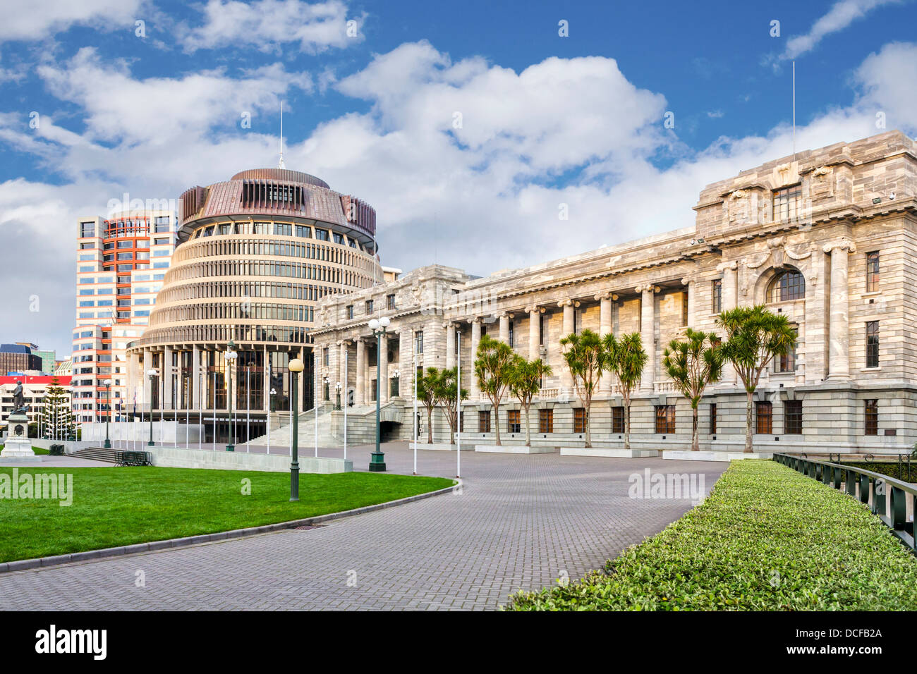 Parliament House and The Beehive, Wellington, New Zealand. - Stock Image