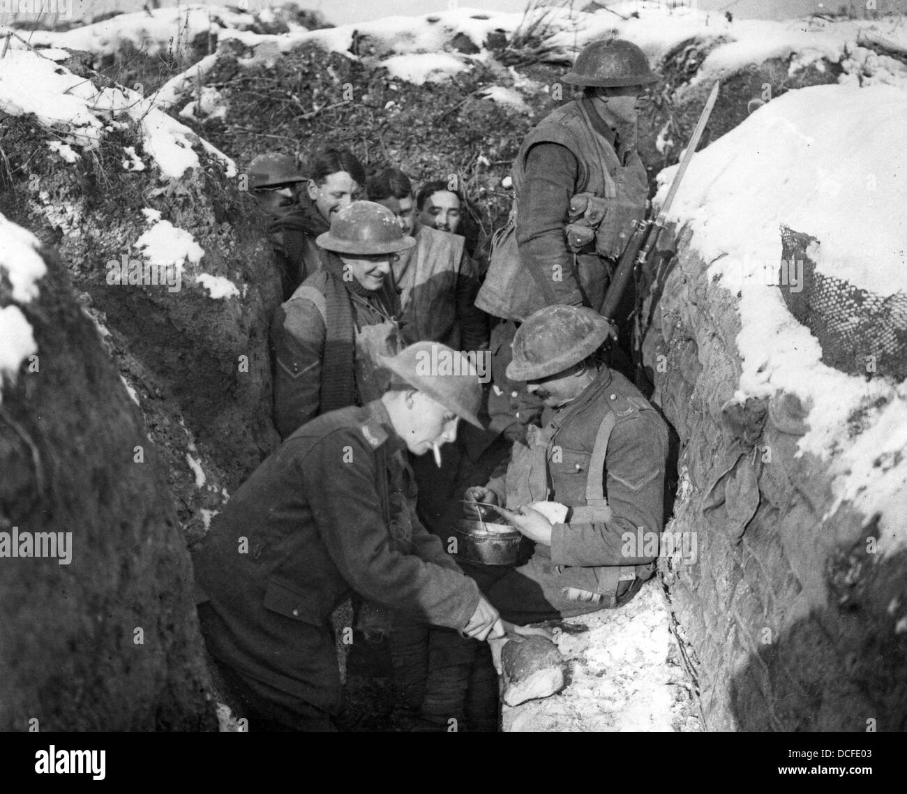 Great War. WW1 bread is served to troops in a front line trench - Stock Image