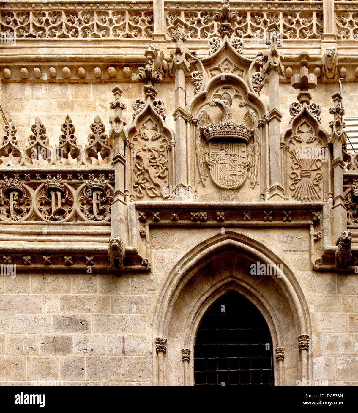 symbols and CoA of Ferdinand of Aragon and Isabella of Castile, (The catholic Kings) on a wall of the Capillar Real, - Stock Image