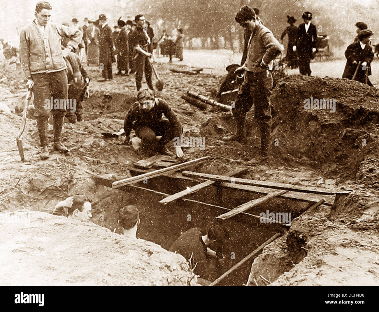 Training British troops to construct dug-outs during WW1 - Stock Image
