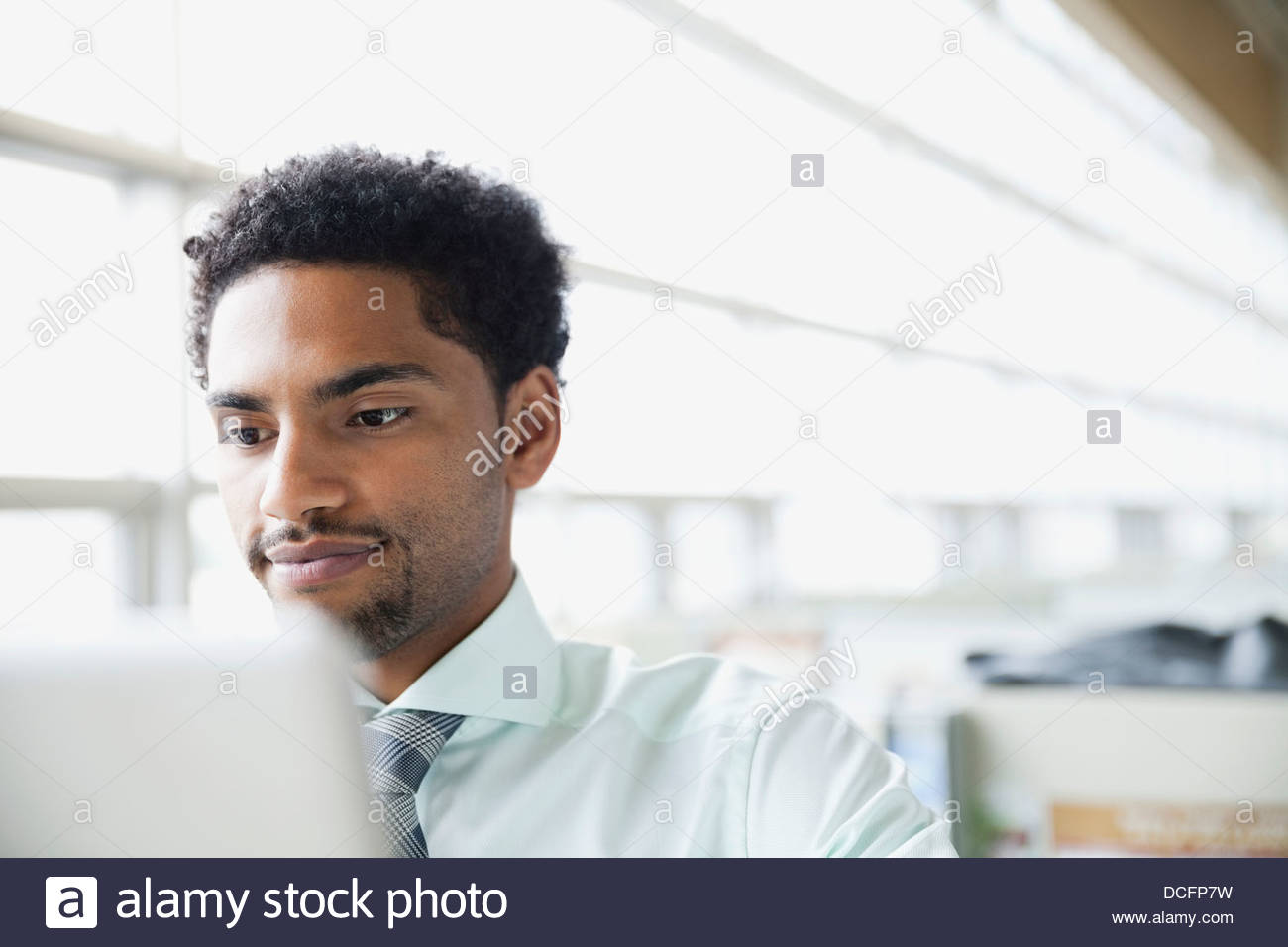 Businessman looking at computer screen - Stock Image