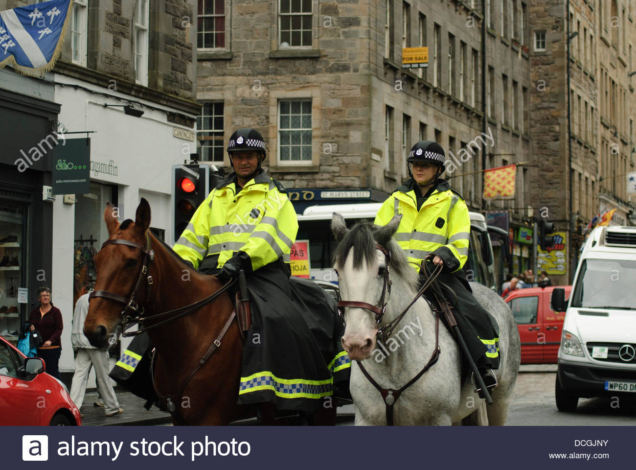 Edinburgh, UK,17 August,2013.Mounted police officers patrol the Royal Mile ahead of the SDL march to the Scottish - Stock Image