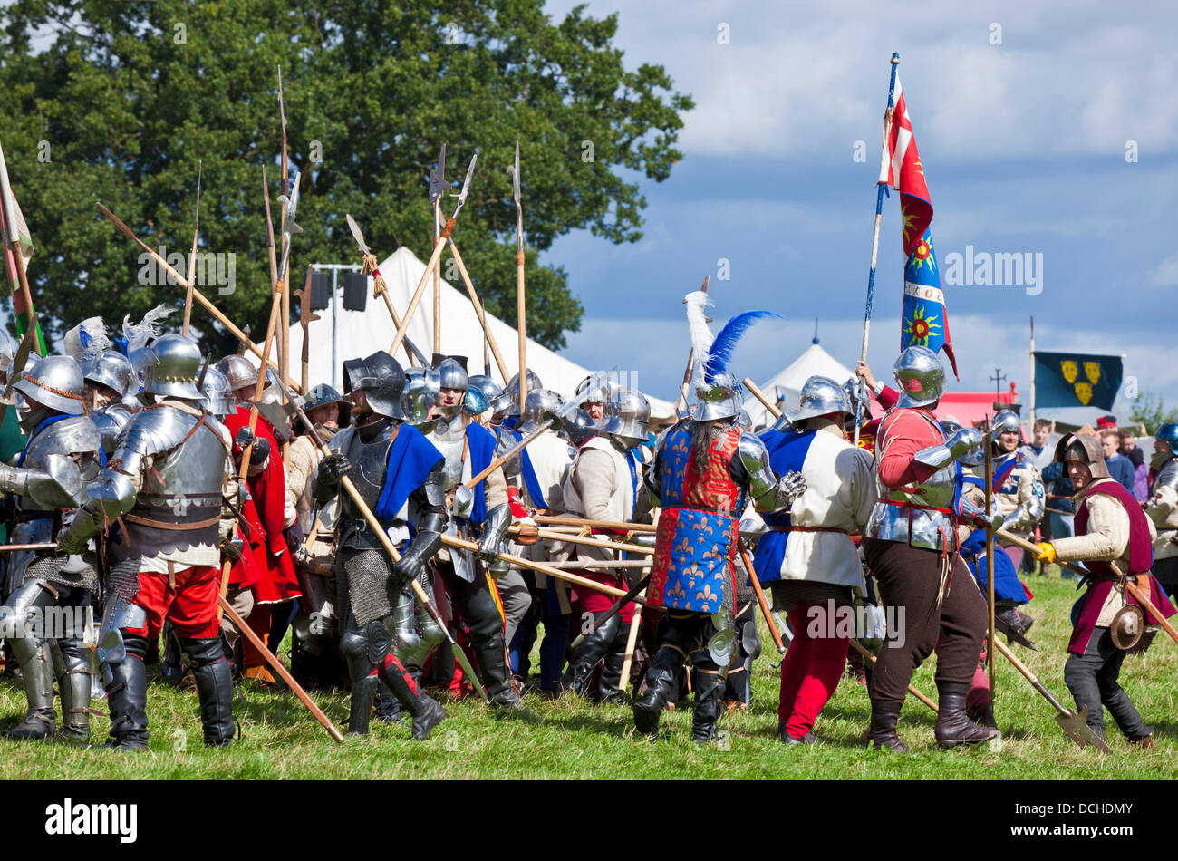 Bosworth Battlefield, near Hinckley, Leicestershire, UK. 18th Aug, 2013. The Wars of the Roses Federation re-enact - Stock Image