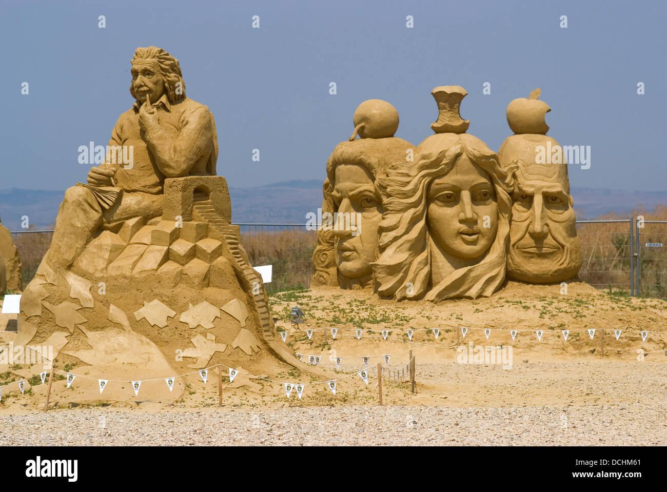 Burgas, Bulgaria. 19th Aug, 2013. Sculpture artists from England, Indonesia, Belgium, Holland, Russia, Ireland, - Stock Image
