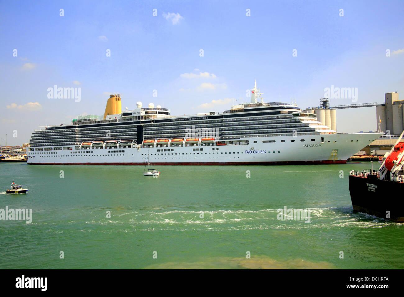 The 'Arcadia' cruise liner preparing to sail at Southampton docks. - Stock Image