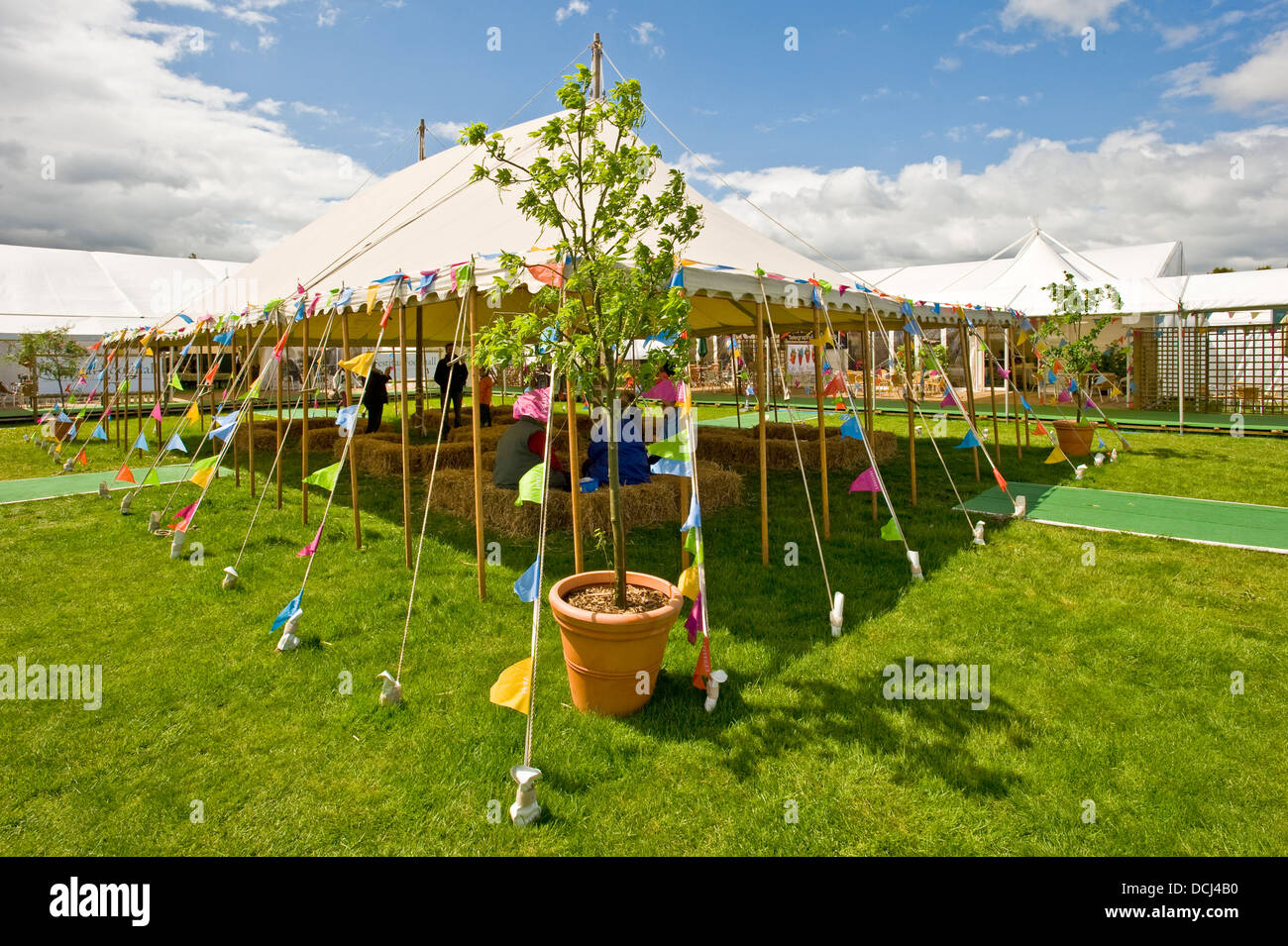The outside seating area at the 'food Hall' within the Hay Festival. - Stock Image