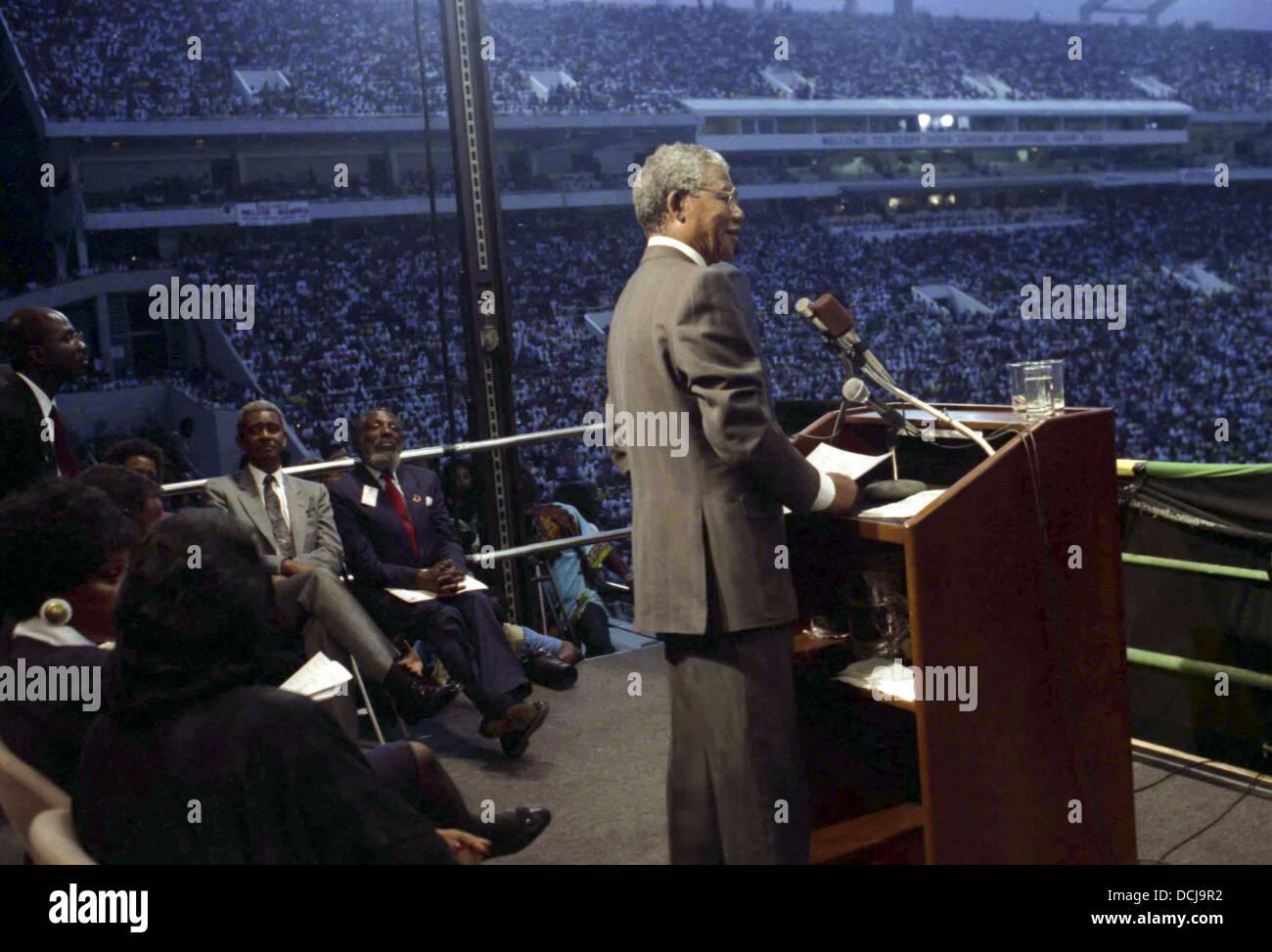 Nelson Mandela speaking to thousands of people at Georgia Tech Stadium in Atlanta, Georgia. - Stock Image