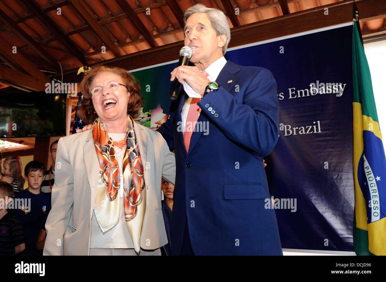 Secretary Kerry Acknowledges a Longtime Brazilian Consulate Employee - Stock Image