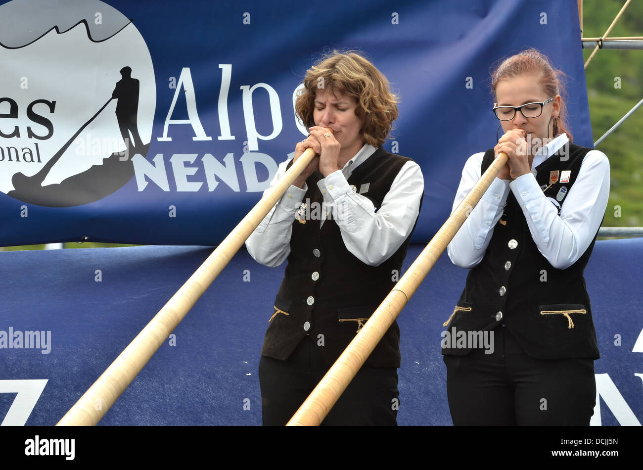 Duo Patricia and Nathalie MONORY in the finals at the International Alpine Horn Festival: - Stock Image