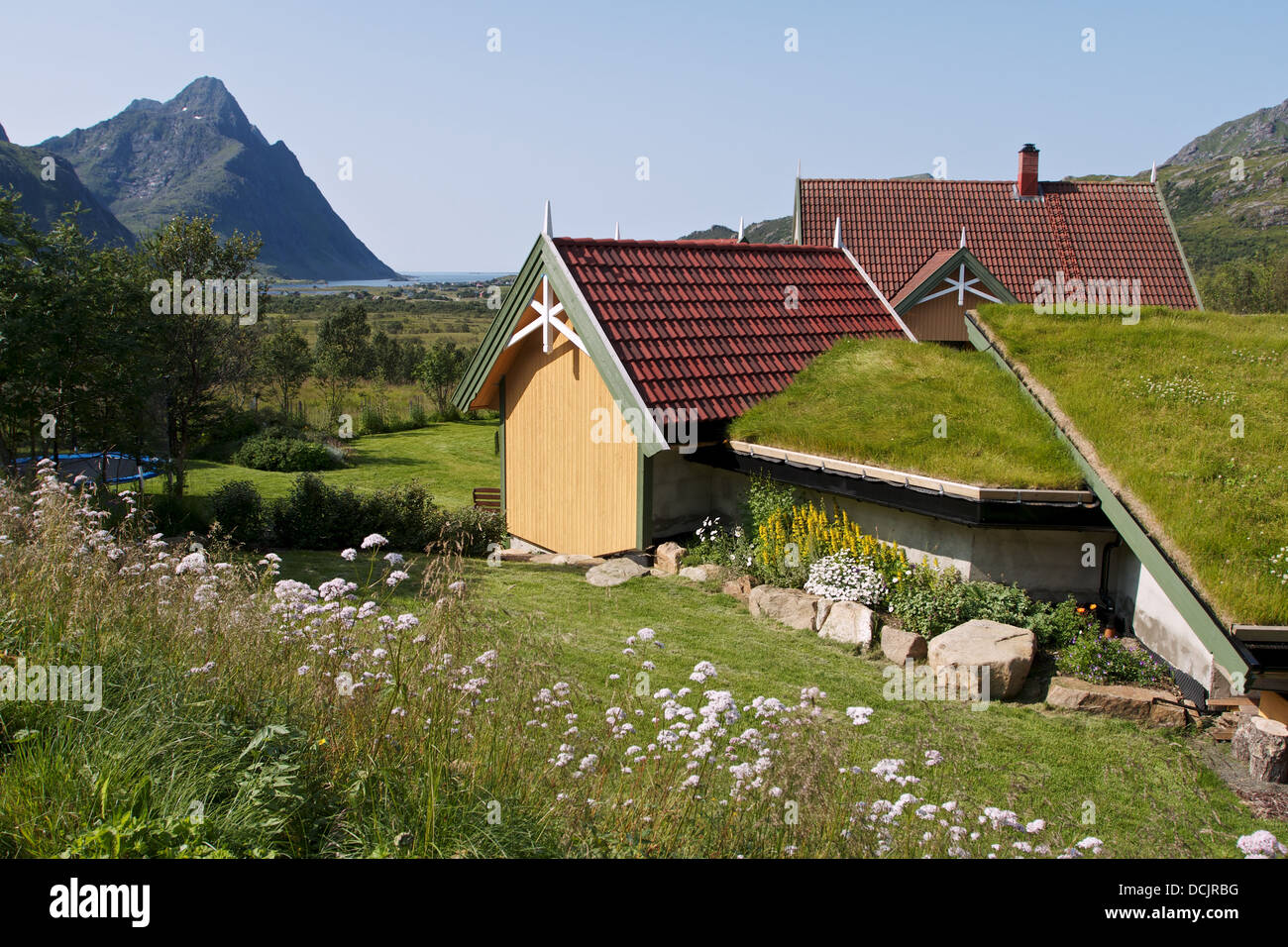 Cottage With Grass Roof Stock Photos Amp Cottage With Grass