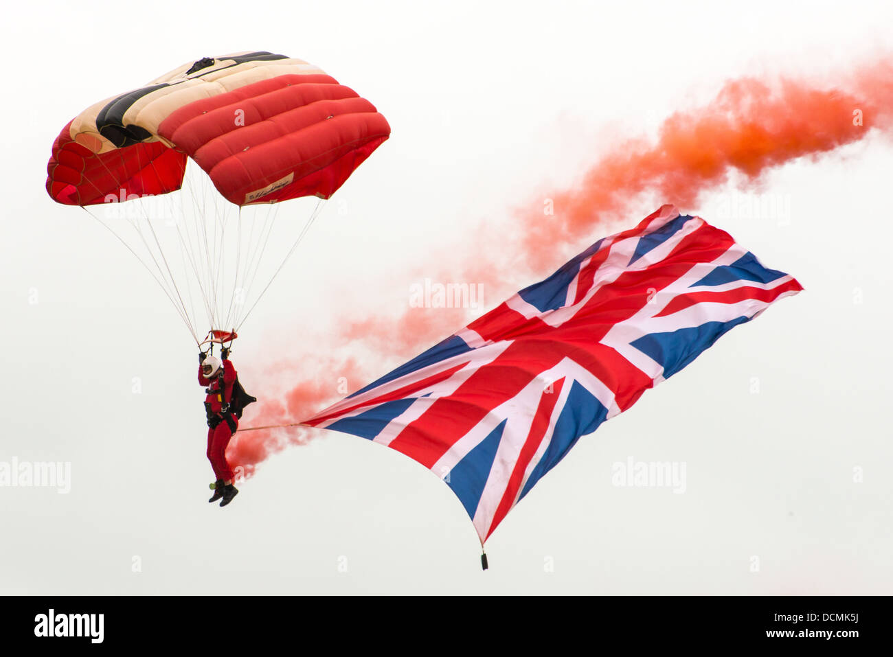 Red devils parachute display team with union jack flag - Stock Image