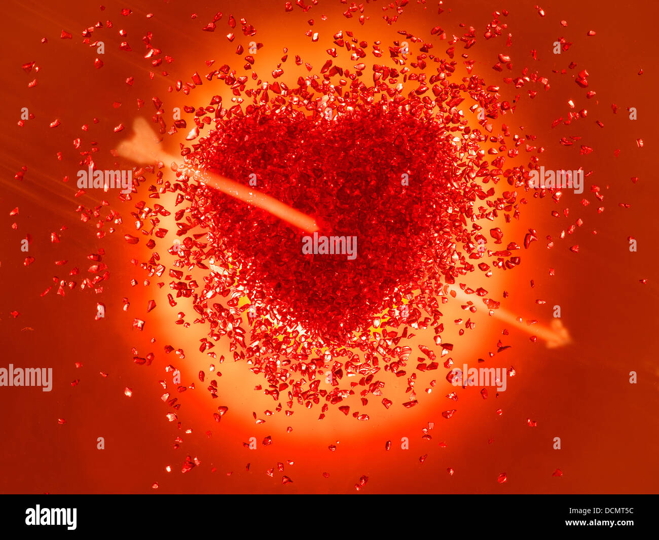 Hot red Heart pierced with an arrow - Stock Image