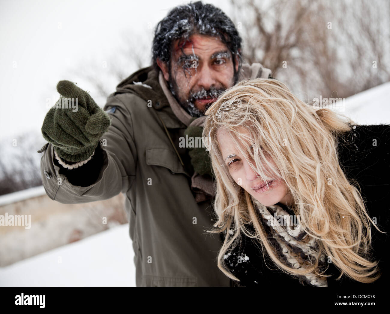 frozen lost couple winter struggle - Stock Image