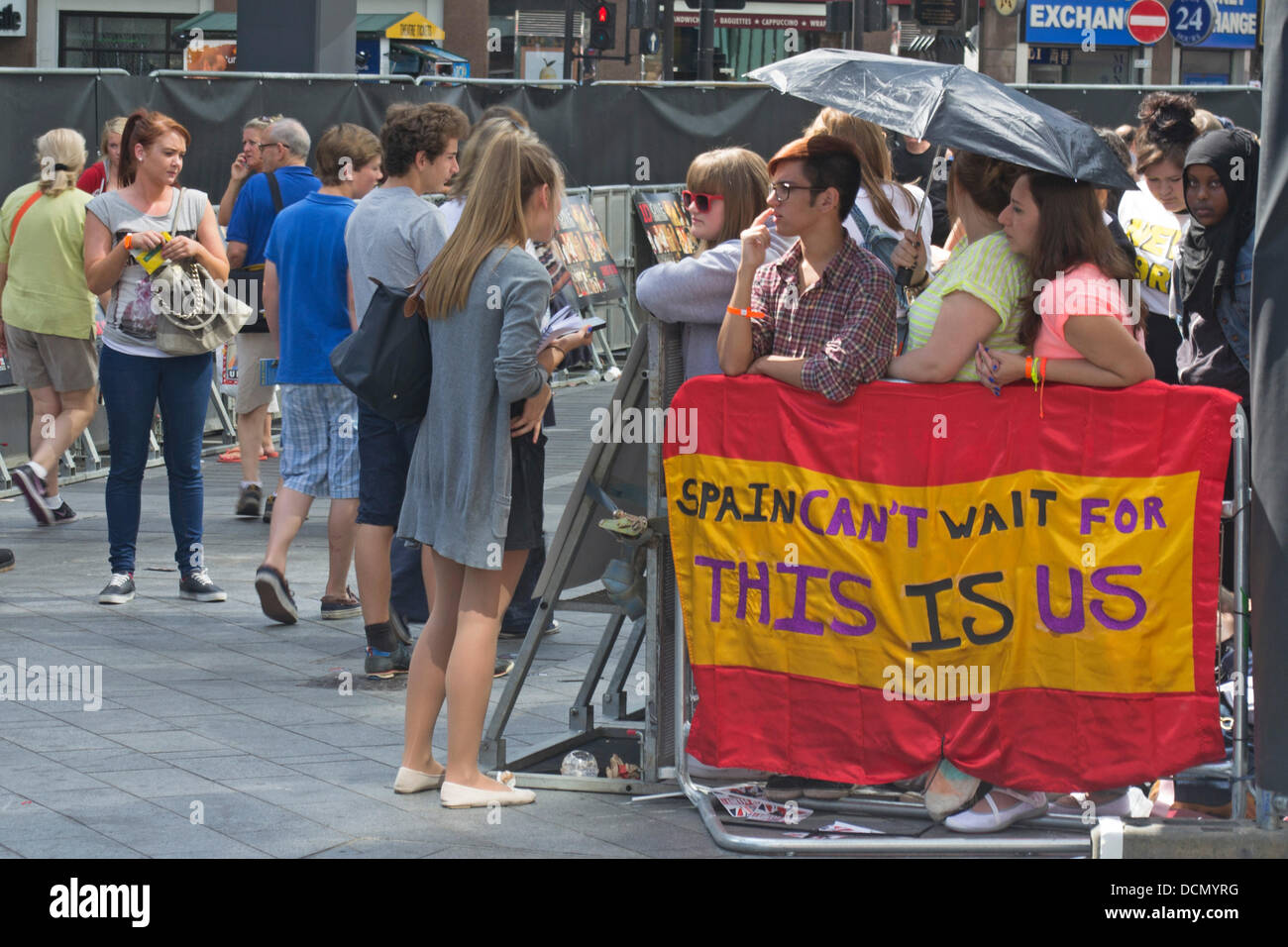 London, UK. 20th Aug, 2013. One Direction fans wait outside a Leicester Square Cinema for the Premier of their movie. - Stock Image