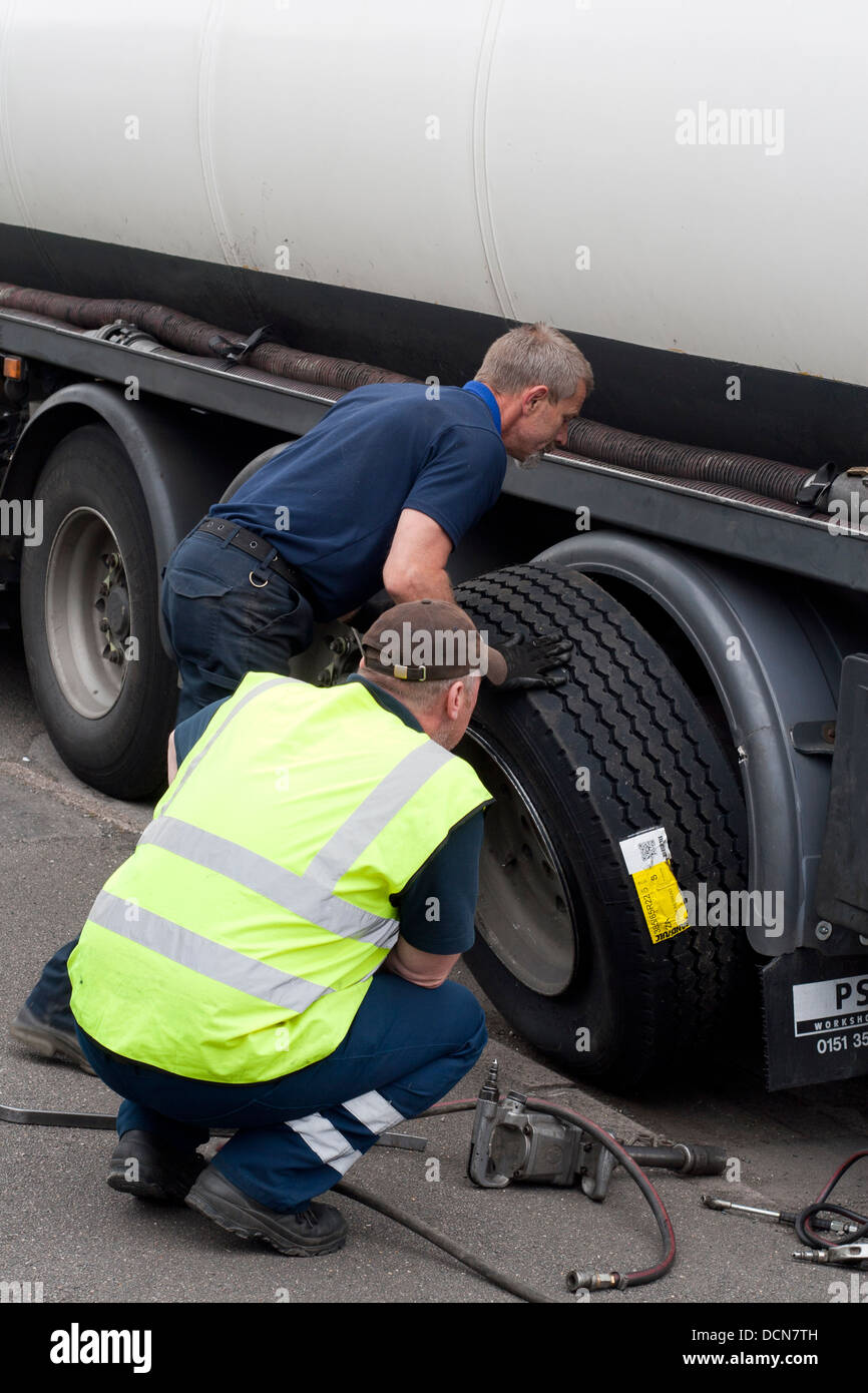 Changing a lorry tyre - Stock Image