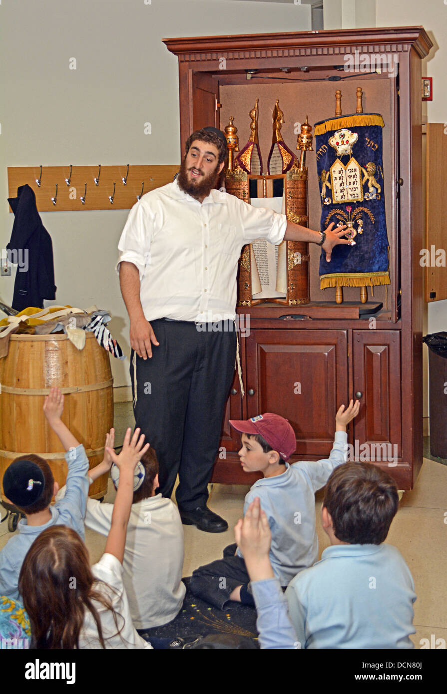 Young children get a lesson in how Torahs are made at the Jewish Children's Museum in Crown Heights, Brooklyn, - Stock Image