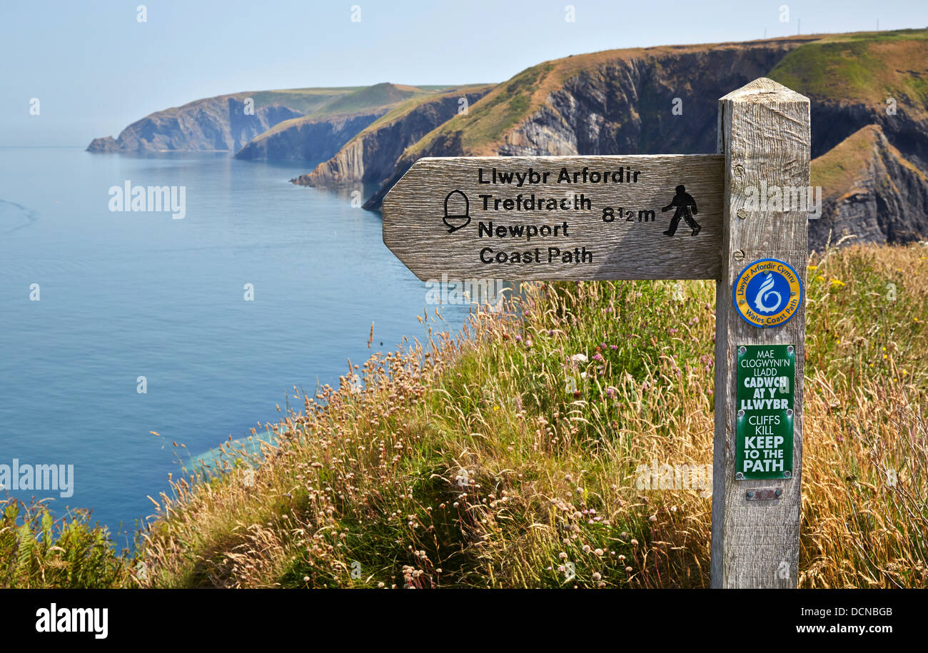Waymarker on the South Wales coast path between Cardigan and Newport in Ceredigion - Stock Image