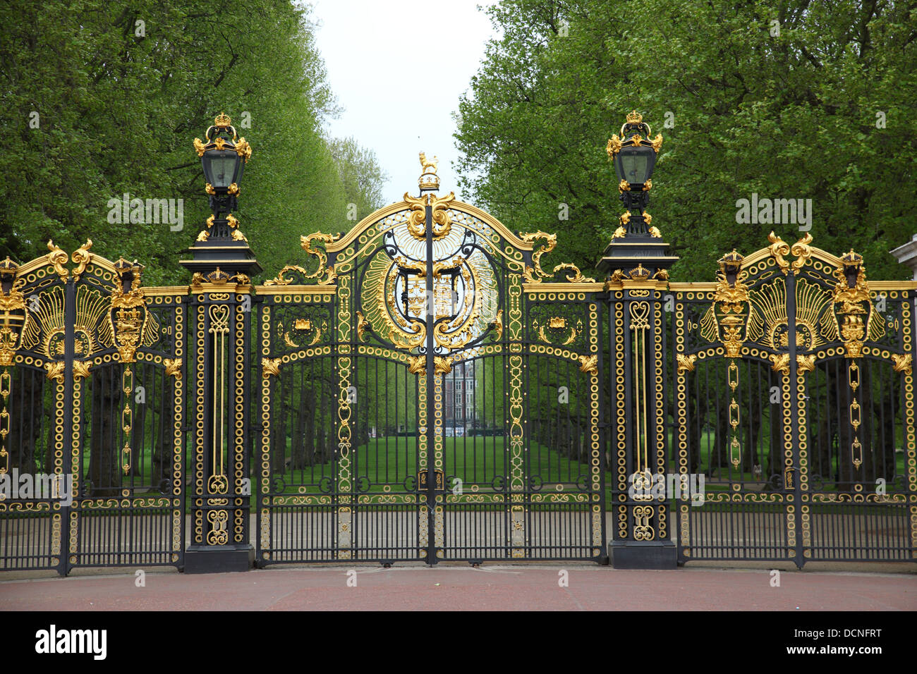 The Gates to Buckingham Palace, Westminster, London, England, UK - Stock Image