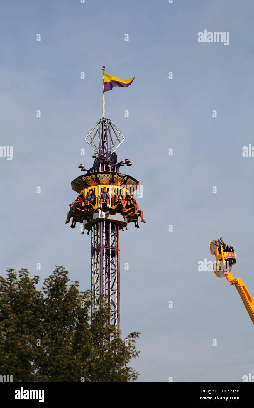 Drop Tower Stock Photos Amp Drop Tower Stock Images Alamy