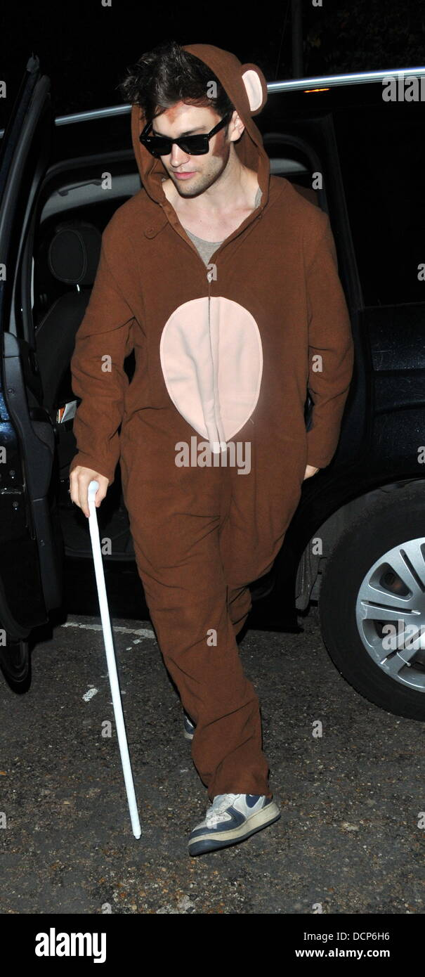 Guests arrive for Jonathan Ross' Halloween party London, England - 31.10.11 - Stock Image