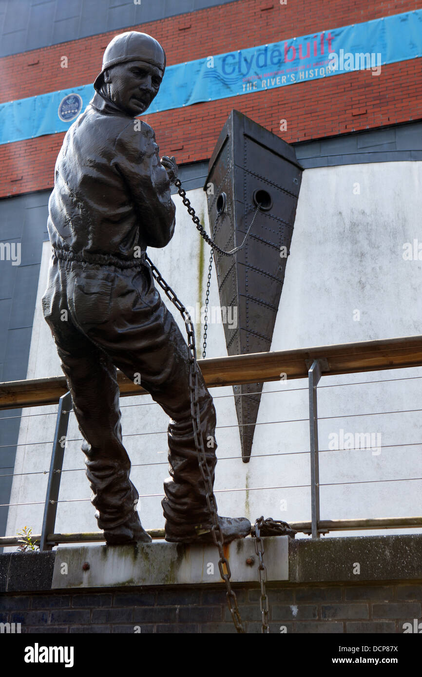 Statue commemorating the shipbuilding history of the Clyde in Glasgow. - Stock Image
