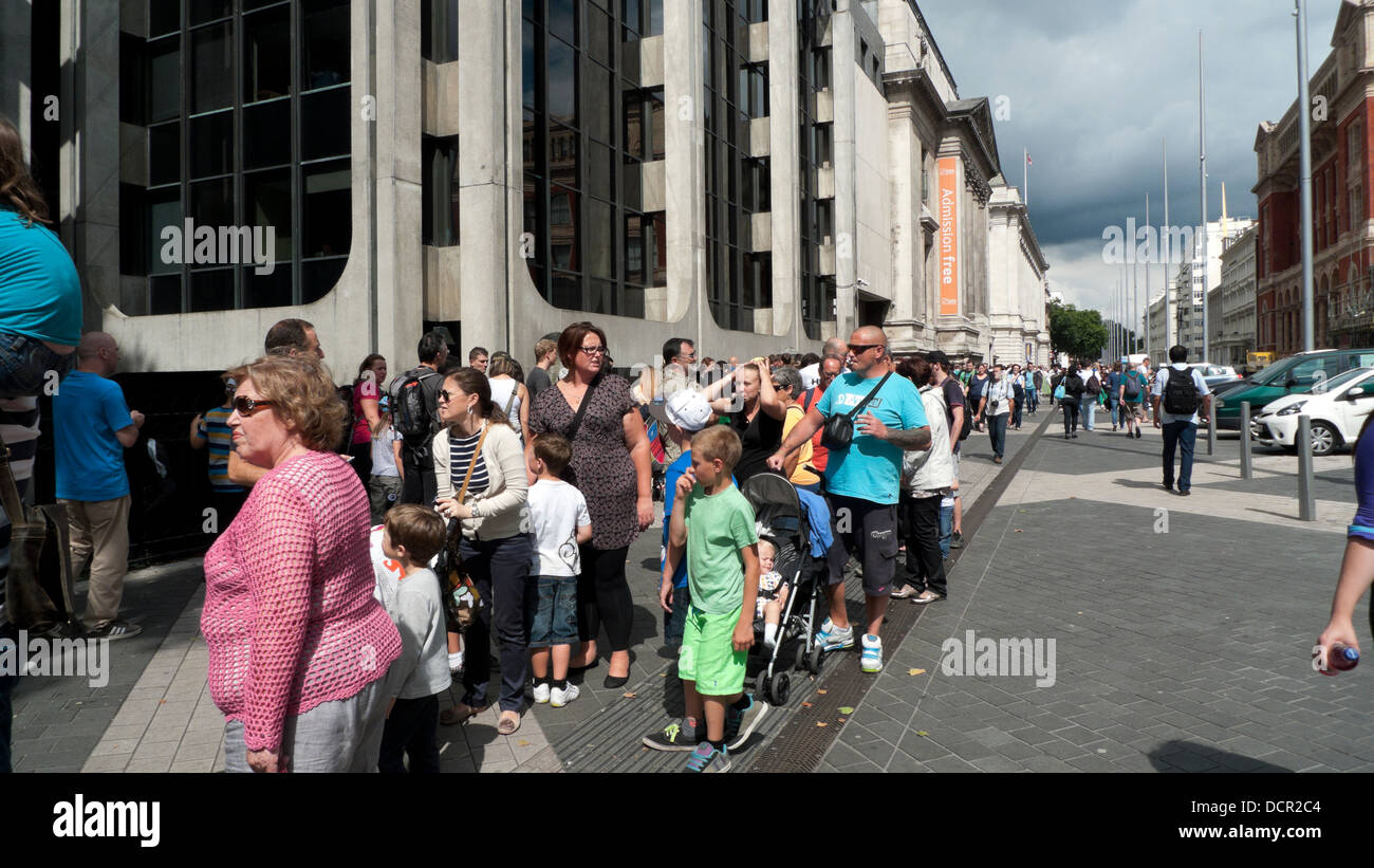People queuing to enter the Natural History Museum on Exhibition Road South Kensington London SW7 UK  KATHY DEWITT - Stock Image