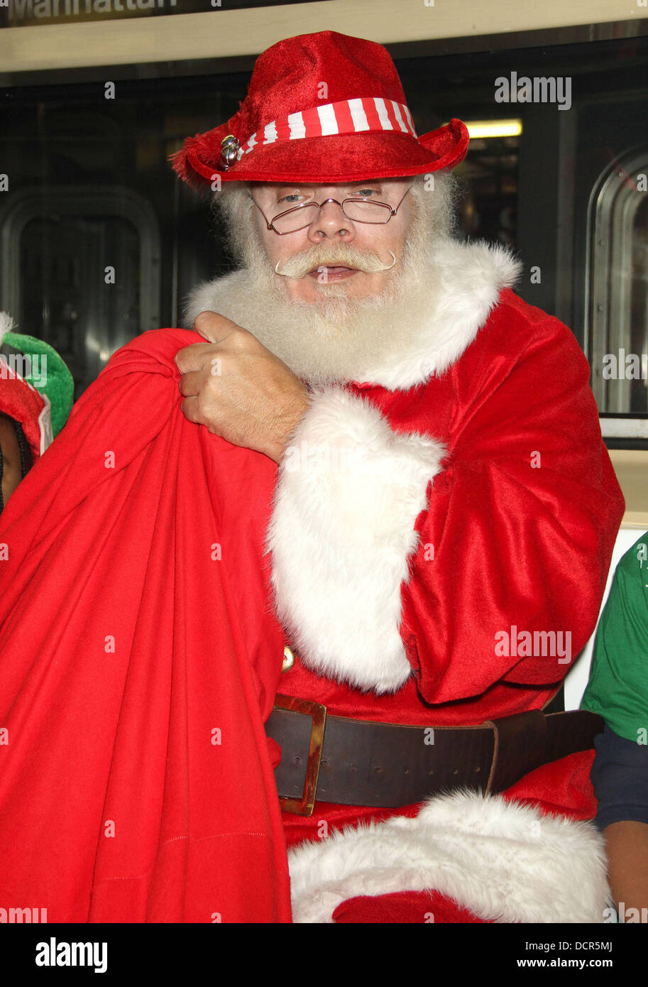 Arthur Christmas Santa.Santa Clause Arthur Christmas Mta Shuttle Unveiling At Grand