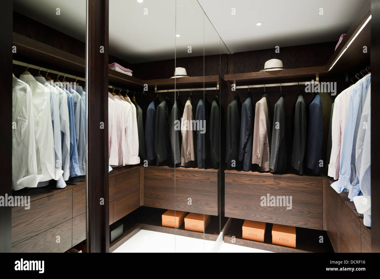 Mirrored dressing room of London city apartment - Stock Image