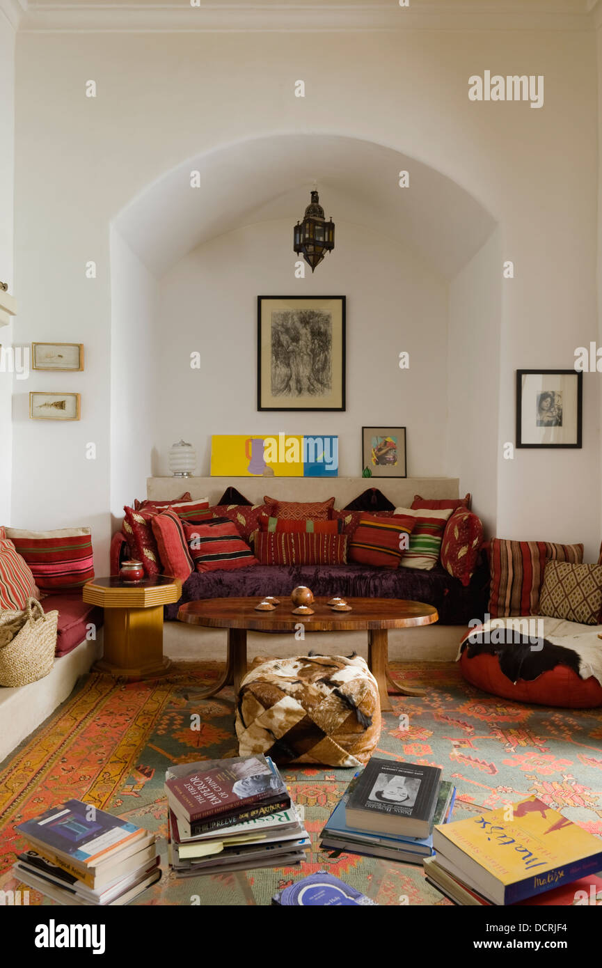 Moroccan style living area with recessed seating - Stock Image