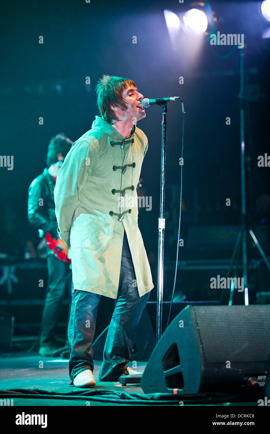 Liam Gallagher Beady Eye Performing Stock Photos & Liam