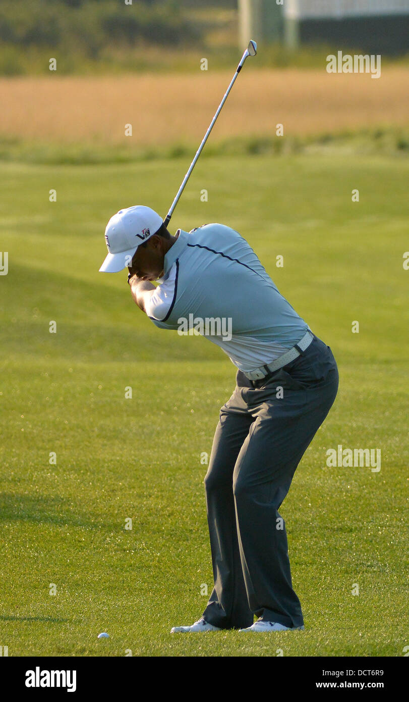 Jersey City, New Jersey, USA. 20th Aug, 2013. August 21, 2013: Tiger Woods (USA) winds up to hit a chip shot onto - Stock Image