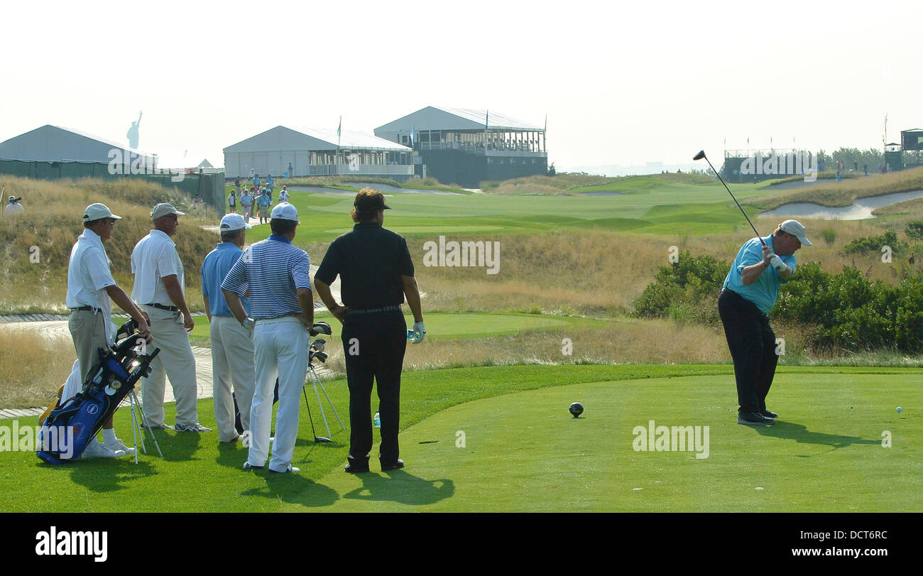 Jersey City, New Jersey, USA. 20th Aug, 2013. August 21, 2013: Phil Mickelson (USA) watches his partner hit off - Stock Image