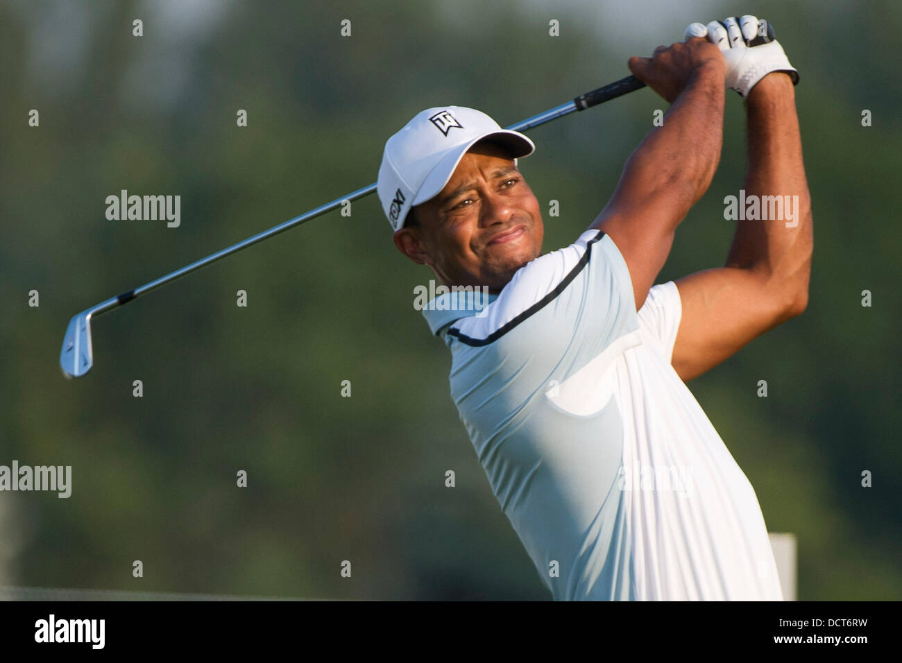 Jersey City, New Jersey, USA. 21st Aug, 2013. August 21, 2013: Tiger Woods (USA) hits off a tee in the early morning - Stock Image